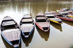 Lott av färgfartyg i sjön Fotografering för Bildbyråer
