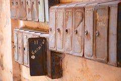Lott av gamla brevlådor Arkivbild