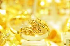 Lott av guld- armband Royaltyfri Foto