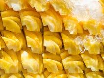 Lott av ny förberedd ananas Royaltyfria Bilder