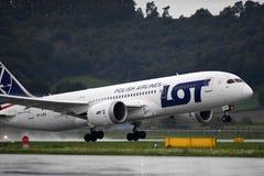LOTT märkta Boeing 787 Dreamliner Royaltyfria Bilder