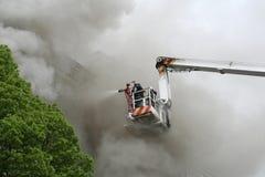 Lotta contro un fuoco Immagine Stock