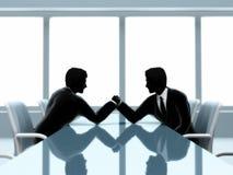 Lottare di braccio degli uomini d'affari Immagine Stock