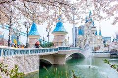 汉城,韩国- 2015年4月9日:Lotte世界游乐园 库存图片