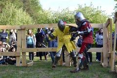 Lotte cavalleresche al festival di cultura medievale in Tjumen', R Fotografie Stock Libere da Diritti