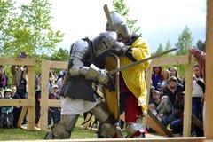 Lotte cavalleresche al festival di cultura medievale in Tjumen', R Immagine Stock
