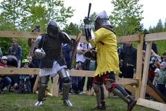 Lotte cavalleresche al festival di cultura medievale in Tjumen', R Fotografia Stock Libera da Diritti