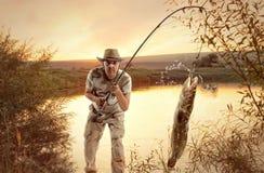 Lotte de rivière Pêche d'homme Photo stock