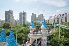 Lotte World, um parque temático famoso do divertimento em Seoul Fotografia de Stock