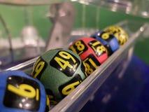 Lotteribollar under extraktion Arkivfoto