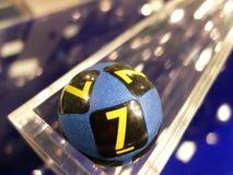Lotteribollar under extraktion Arkivbilder