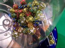 Lotteriebälle während der Extraktion Lizenzfreie Stockfotos