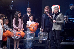 Lotterieprozeß auf Stadium während des Jahr-Geburtstagskonzerts Viktor Drobyshs 50. in Barklay-Mitte Lizenzfreie Stockfotos