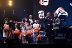 Lotterieprozeß auf Stadium während des Jahr-Geburtstagskonzerts Viktor Drobyshs 50. in Barklay-Mitte Stockfotografie