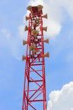 Lotti dell'altoparlante sull'alta torre Fotografia Stock
