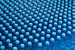 Lotti delle bottiglie di acqua Immagine Stock