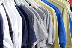 Lotti delle magliette Immagine Stock