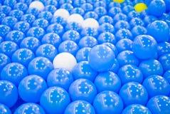 Lotti delle palle di plastica Immagini Stock