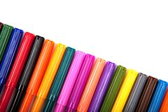 Lotti delle penne di indicatore assortite di colori isolate su fondo bianco Immagini Stock Libere da Diritti