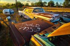 Lotto d'annata abbandonato dell'automobile vicino ad Austin Texas fotografie stock libere da diritti