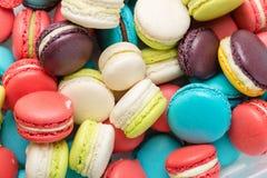 Lotto dei maccheroni variopinti Dessert francese tradizionale Fotografia Stock Libera da Diritti