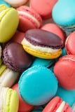 Lotto dei maccheroni variopinti Dessert francese tradizionale Immagini Stock Libere da Diritti