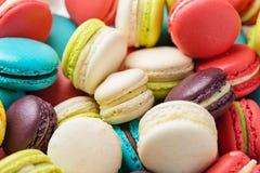 Lotto dei maccheroni variopinti Dessert francese tradizionale Fotografie Stock Libere da Diritti