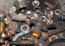 Lotto dei pezzi di pezzi di ricambio arrugginiti per il trattore Immagine Stock Libera da Diritti