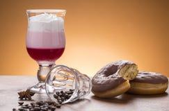 Lotto del lotto di caffee delle variazioni del caffè sul piatto Fotografia Stock Libera da Diritti