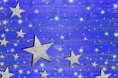 Lotto della stella del ferro sul bordo di legno blu stagionato Fotografia Stock Libera da Diritti