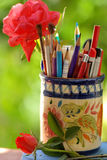 Lotto delle matite nel vaso Fotografie Stock