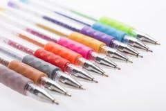 Lotto delle penne variopinte fotografia stock libera da diritti