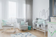 Lotto di luce in un baby& x27; stanza di s Fotografia Stock Libera da Diritti
