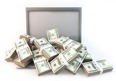 Lotto di soldi sul fondo di bianco del computer portatile del computer Immagini Stock Libere da Diritti