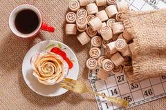 Lotto för brädelek på säckväv Trälottotrummor i påse och G Royaltyfria Bilder
