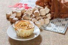Lotto för brädelek på säckväv Trälottotrummor i påse och G Royaltyfri Foto