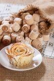 Lotto för brädelek på säckväv Trälottotrummor i påse och G Royaltyfri Fotografi