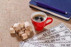 Lotto för brädelek på säckväv Trälottotrummor och modig bil Royaltyfri Fotografi