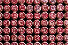 Lotto för brädelek Trälottotrummor för en modig lotto Gruppintertainment, familjfritid Tappninglek Passion och lycka arkivbilder
