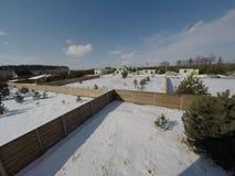 Lotto nell'inverno Costruzione di una casa privata Recinto sulla terra nell'inverno Fotografie Stock
