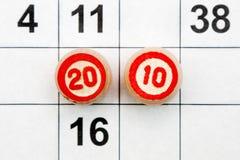 Lottospielkarten und -fässer Stockfotos