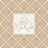 Lotucs和文本瑜伽演播室设计卡片 库存照片
