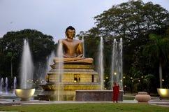 Lotus Buddha-fonteinen met Boeddhistische monnik Stock Afbeelding