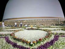 Lotus ceremoni till templet royaltyfria bilder