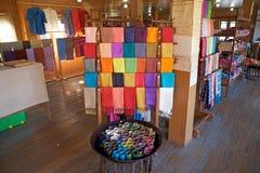 Lotus e matéria têxtil de seda em Myanmar Imagens de Stock