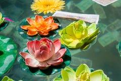 Lotus Flower dans un étang au temple chinois Image stock