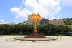 Lotus FlowerStatue, die een lotusbloembloem in volledige bloei a kenmerken Royalty-vrije Stock Afbeeldingen