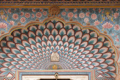 Lotus Gate en Chandra Mahal, palacio de la ciudad de Jaipur imagen de archivo