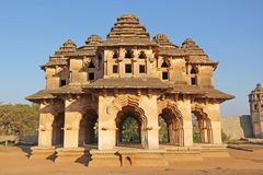 Lotus Mahal Temple in Hampi, Karnataka, Indien Schönes geschnitzt lizenzfreie stockfotos