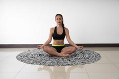 Lotus Pose of padmasana in yoga Stock Afbeelding